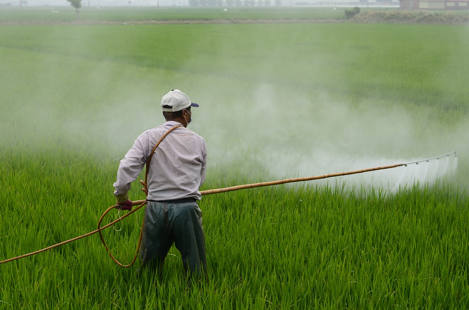 pesticide-action-week-herbicide-field-risk