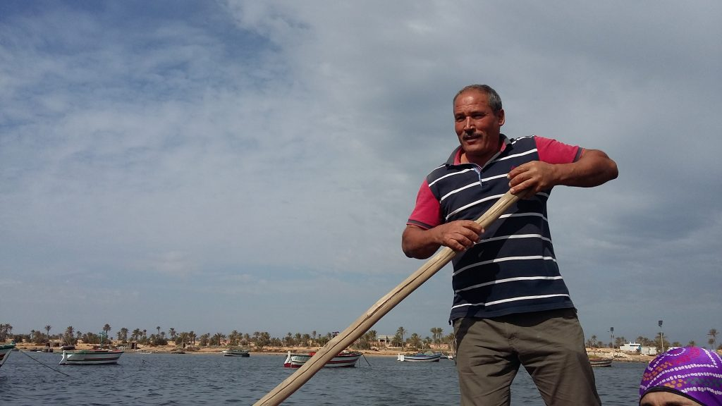 tunisia-slow-fish-sustainable-fisherman-fisher-boat-with-oar