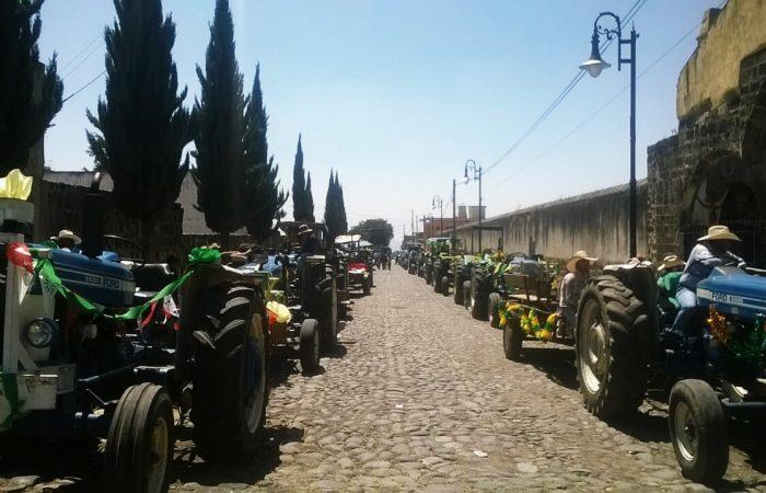 Desfile de tractores agrícolas en Estado de Puebla