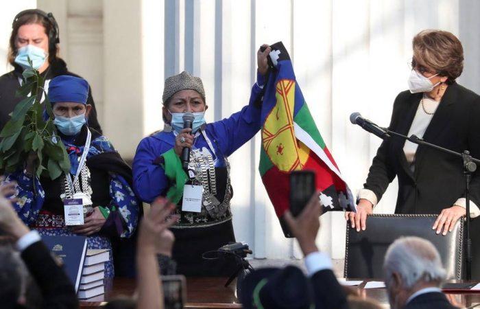 En momento histórico para Latinoamérica, académica indígena mapuche liderará la construcción de un nuevo Chile