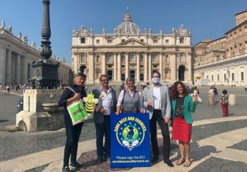 """The """"Bees and Farmers"""" Tour Meets Pope Francis"""